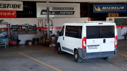 Pneumatics Sala Banyoles: muntatge rapid, canvi i reparacio de neumatics de vehicles professionals, furgonetes, vehicle comercial lleuger neumatics